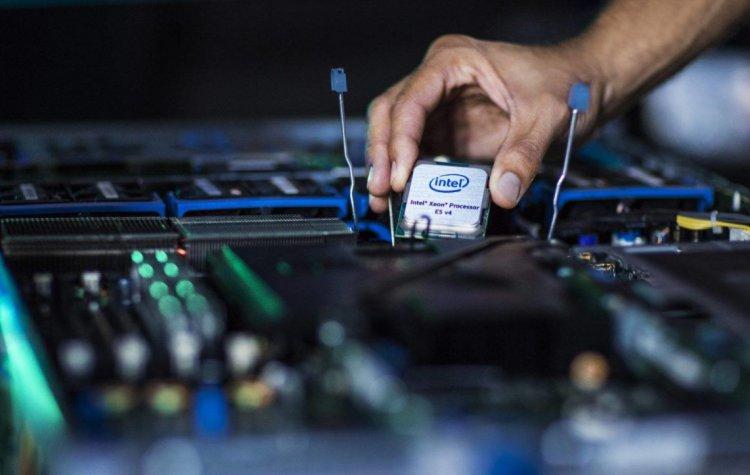 Intel частично продала свои акции