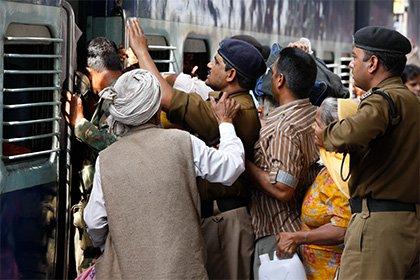 В индийском вагоне поезда обнаружили пять взрывных устройств