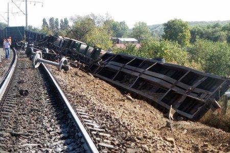 Под Саратовом сошли с рельсов 17 вагонов с соляной кислотой и топливом