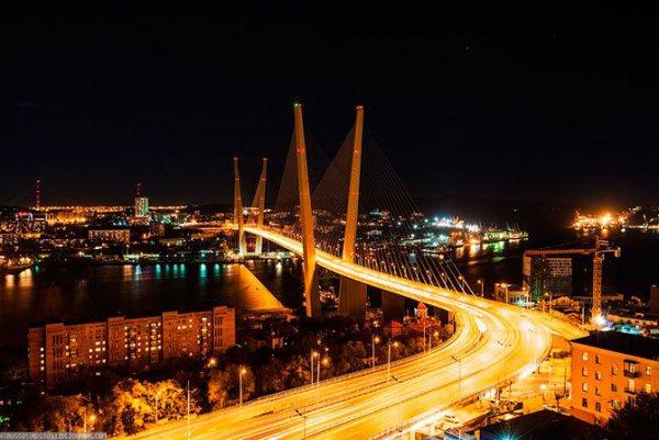 Во Владивостоке суд закрыл доступ пешеходам на Золотой мост